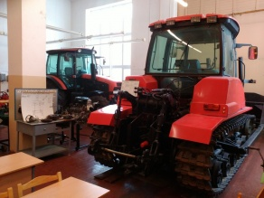 Лаборатория по изучению конструкции шасси и гидрооборудовния тракторов