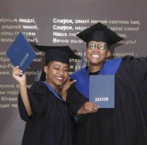 Вручение дипломов студентам из Южно-Африканской Республики